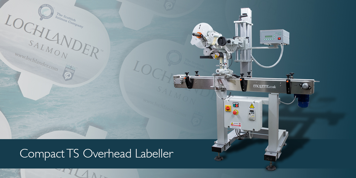 Automatic, top side labelling machine for self-adhesive labels with a conveyor belt with the flights system.
